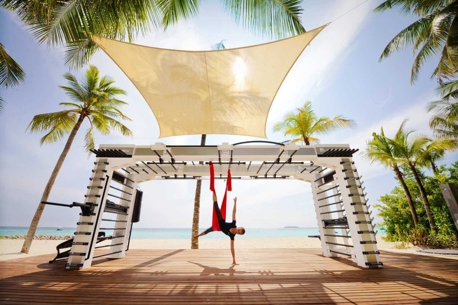 One & Only Reethi Rah 5*, йога на полотнах