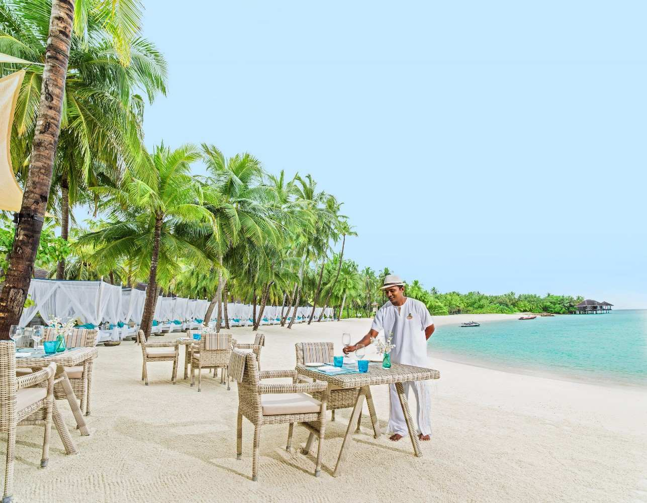 One & Only Reethi Rah 5*, Beach Club