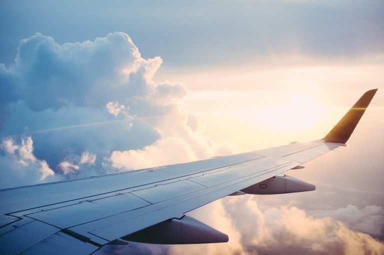 Время полета Москва Мальдивы крыло самолета