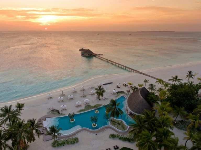 Когда на Мальдивах сезон для пляжного отдыха фото отеля на заказте