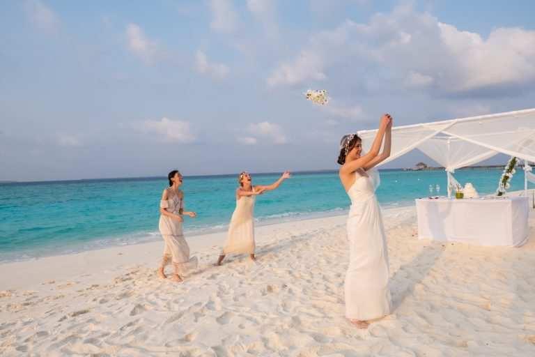 Цена свадьбы на Мальдивах JA Manafaru букет невесты