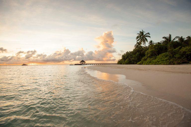 Мальдивах разница во времени с Москвой закат